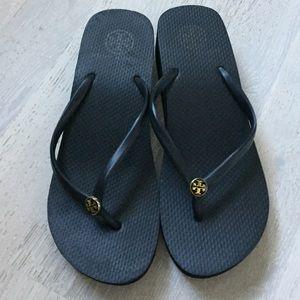 Brand New Tory Burch Wedge Flops Black/Gold